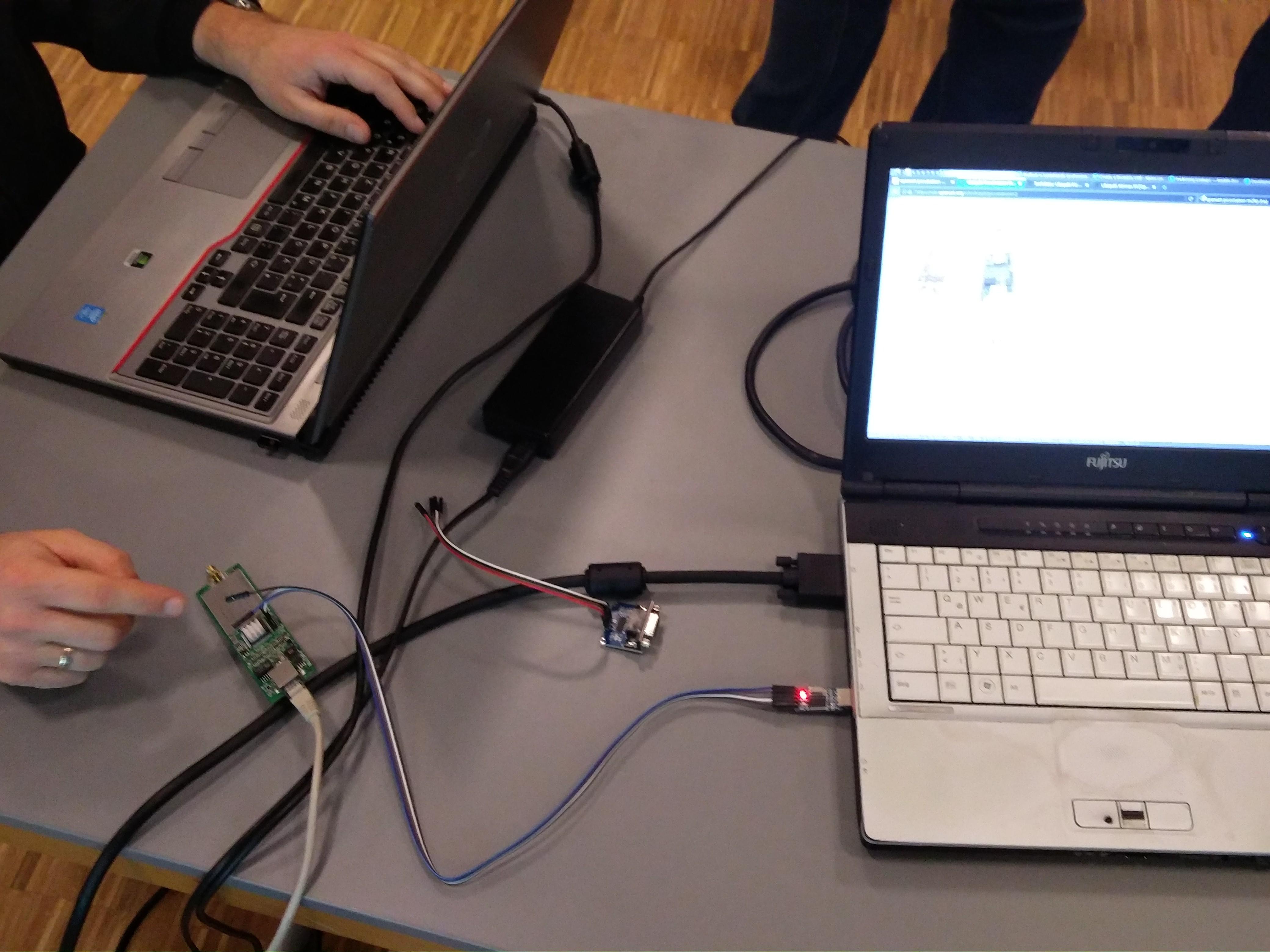 PicoStation mit USB-Seriell-Adapter (Achtung! 3,3V!) am Laptop angeschlossen